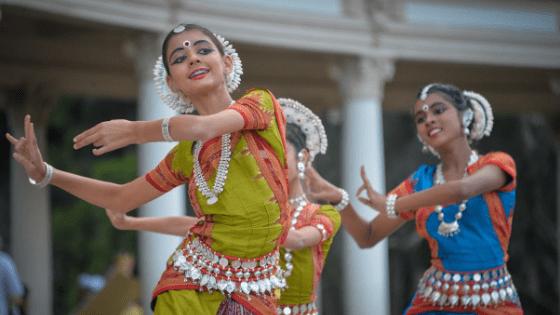 dancing indonesian girls